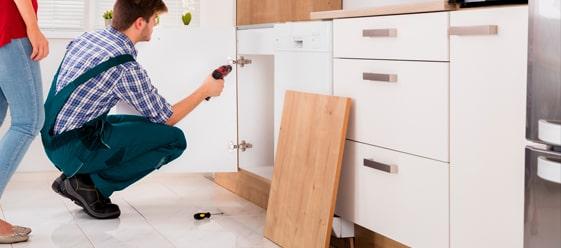 rehabilitación y reparando de gabinetes de cocina